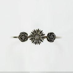 Bracciale rigido in argento con fiori centrali personalizzabili