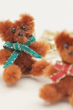 SUPER EASY DIY BEAR - So cute 😍😍😍 You are in the right place about crafts for girls Here we offer you the most b - Diy Home Crafts, Cute Crafts, Creative Crafts, Arts And Crafts, Paper Crafts, Crafts For Girls, Diy For Kids, Diy Simple, Pipe Cleaner Crafts