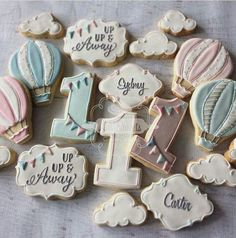 Hot air balloon cookies Can do with circle + square cutter OR ring cutter? First Birthday Cookies, Baby Girl 1st Birthday, First Birthday Parties, Birthday Ideas, 1 Year Birthday, Hot Air Balloon Cookies, Baby Shower Cookies, Birthday Balloons, Balloon Party