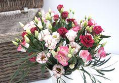 Pure Love - Blumenabo von StarFlower Für wahre Glücksmomente sorgen diese Woche die lieblichen Blüten des Lisianthus in den Farben rosarot. Star Flower, Floral Wreath, Flowers, Plants, Decor, Pink, Creative, Floral Crown, Decoration