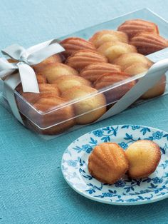 Madeleine Cake, Pretzel Bites, Macarons, Biscuits, Food And Drink, Bakery Ideas, Sweets, Packaging, Bread