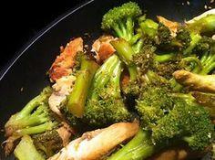 La meilleure recette de Poulet & Brocolis sautés au sésame !! L'essayer, c'est l'adopter! 3.7/5 (3 votes), 3 Commentaires. Ingrédients: 1 bouquet de brocolis 2 filets de poulet 1 cc de graines de sésame 3 cc de sauce soja 1cs d'huile de sésame