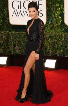 Actress Eva Longoria does the weird leg move innovated by Angelina Jolie at last year's Oscar ceremony. (Reuters)