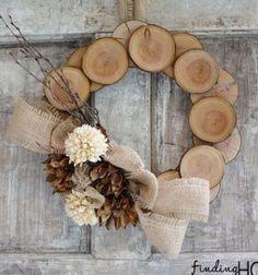 Szeretsztermészetes kreatívalapanyagokkal dolgozni?Szereted arusztikushangulatú ésegyszerűen elkészíthető őszi dekorációkatPróbáld ki ezt a remekkreatív ötletet:farönk szeletekből készült őszi ajtódíszt (kopogtatót)! Afarönk ...