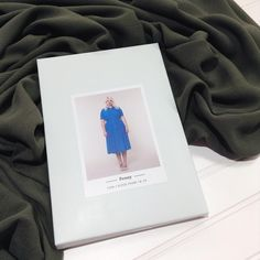Order of the day! The Colette Patterns Penny dress will look amazing out of this olive rayon crepe! Excellent choice! 😍✨👌