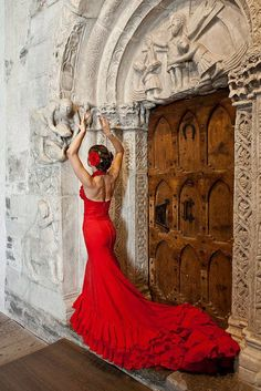A beautiful Spanish red Flamenco dress) Spanish Dancer, Spanish Woman, Spanish Style, Costume Flamenco, Flamenco Dancers, Flamenco Dresses, Spanish Dress Flamenco, Costume Tribal, Colani