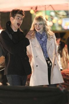 Gwen and peter, amazing spider-man 2 Spider Man 2, Spider Gwen, Spiderman Movie, Amazing Spiderman, Emma Stone Gwen Stacy, Emma Stone Outfit, Aaron Johnson, Hollywood Couples, The Way He Looks