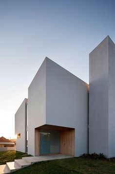 Paramos house by Atelier Nuno Lacerda Lopes Architecture Architecture Design, Minimal Architecture, Residential Architecture, Amazing Architecture, Contemporary Architecture, Orange Architecture, Design Exterior, Facade Design, House Design