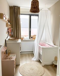 Vloerkleed SOLIS #kwantuminhuis @mijnwoongenot Bassinet, Toddler Bed, Furniture, Home Decor, Child Bed, Crib, Decoration Home, Room Decor, Home Furnishings