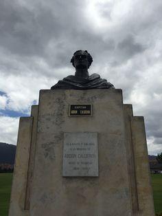 """Busto al Capitán Abdon Calderón héroe de Pichincha en la Escuela Militar de Cadetes """"General José María Córdova"""" (ESMIC) del Ejército de Colombia. Bogotá- Colombia"""