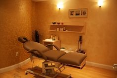 Color Couture - Spa Treatment Room With Electric Facial Bed And Custom Design Storage