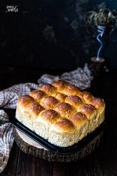 Panecillos dulces con baño de nata. Un pan tipo brioche adaptado de los típicos Buchteln, sin relleno y con un baño de nata que hace que en el fondo se forme una capa cremosa muy rica. Relleno, Banana Bread, Muffin, Breakfast, Desserts, Food, Mantle, Sweet Dinner Rolls, Plum Jam