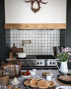 Elmhurst Farmhouse Kitchen Reveal - Park and Oak Interior Design Kitchen Hoods, Kitchen Backsplash, Kitchen Cabinets, Kitchen Island, Backsplash Ideas, Tile Ideas, Master Bathroom Shower, Modern Bathroom, Styling A Buffet