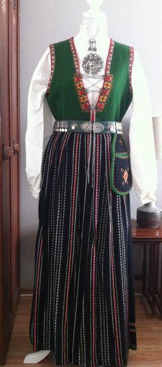 FINN – Komplett Sunnfjordbunad dame/Hordaland Folk Costume, Costumes, Clothes, Dresses, Design, Fashion, Velvet, Outfit, Vestidos