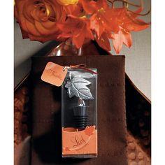 """Questo bellissimo tappa bottiglia è la bomboniera ideale per stupire amici e parenti:  realizzato in lega di metallo e alluminio con cromatura presenta una ricostruzione  perfetta di una bellissima foglia autunnale.   Il tutto è confezionato in una elegante scatola trasparente caratterizzata da una  grafica a tema autunnale nei toni dell'arancio con in omaggio un biglietto che presenta  la scritta """"Thanks"""".  Utile ed originale questa bellissima bomboniera renderà felici i vostri ospiti!  …"""