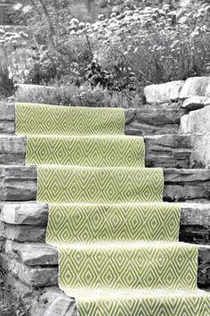 outdoor carpet in stylish green colour - great alternative for fake gras as flooring on small balconies