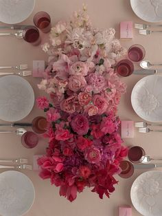 Ooh, we do love a bit of ombré, especially when it's done using flowers.