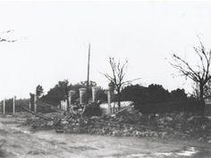 La calle Francos Rodríguez y la tapia de la Paloma, justo enfrente del Grupo Escolar Francisco Giner, bombardeadas durante la Guerra Civil.