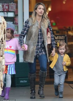 Jessica Alba with Honor (6) and Haven (3) - At Bristol Farms in West Hollywood, California.  (January 11, 2015)