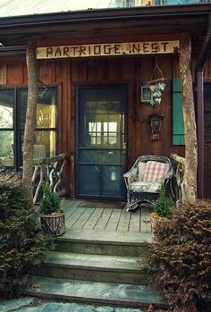 Such an inviting rustic porch Lake Cabins, Cabins And Cottages, Cabana, Primitive Homes, Decks And Porches, Front Porches, Cottage Living, Lake Cottage, Le Far West