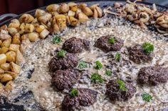 Biffar på Muurikka med kantarellsås och råstekt potatis Grilling, Grains, Bbq, Clean Eating, Food And Drink, Rice, Cooking, Ethnic Recipes, Corner