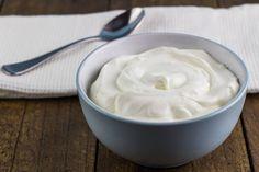 Du suchst ein leckeres Frühstück, das dir Power für den Tag gibt und gleichzeitig beim Abnehmen hilft? Griechischer Joghurt ist vielseitig und gesund.