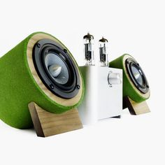 Clear design, a clear sound and artisanal handcraft are definitive features of Well Rounded Sound's high-end speakers, available in a variety of quality American hardwoods and bamboo with a natural finish or a covering made of finest New Zealand wool felt.