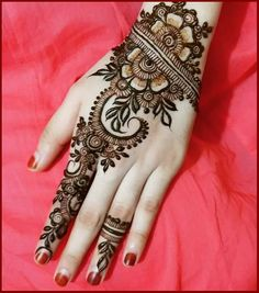 New Christmas Mehndi Designs for Hands and Feet 2016