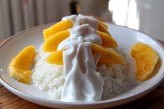 Arroz con leche de coco y mango (Tailandia) #veganfood #homemade #vegetarianfood #postres #tailandia #mango #lechedecoco #arrozglutinoso #stickyrice #coconutmilk #thaifood