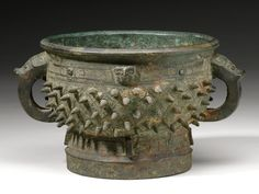 AN ARCHAIC BRONZE RITUAL FOOD VESSEL (GUI)  LATE SHANG / EARLY WESTERN ZHOU DYNASTY, 11TH / 10TH CENTURY BC