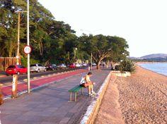 A orla de Ipanema é um dos poucos locais de Porto Alegre onde a população tem acesso ao rio.