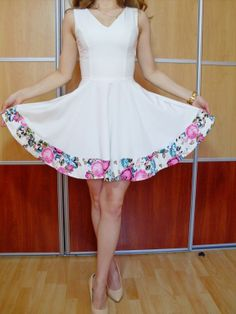 Elegancka sukienka biała kwiaty MANIA O LA