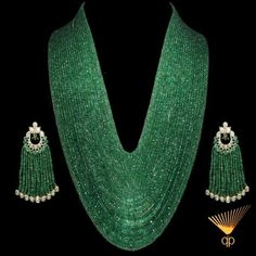 stunning Emerald necklace and polki earrings India Jewelry, Jewelry Sets, Jewelry Necklaces, Fine Jewelry, Beaded Necklace, Pearl Earrings, Bead Jewelry, Pandora Jewelry, Tassel Earrings