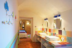 Salle de bains colorée