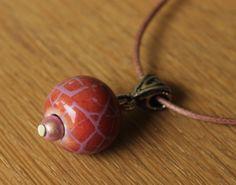 Un beau collier ras-du-cou avec perle en céramique rose  http://www.alittlemarket.com/collier/collier_ras_du_cou_rose_en_ceramique_-4456277.html