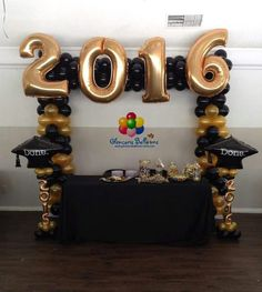 Discover thousands of images about Black and Gold Graduation Photo Booth. Great for graduation parties! Graduation Party Planning, Graduation Balloons, Preschool Graduation, Graduation Celebration, Graduation Decorations, Graduation Party Decor, Graduation Photos, Grad Parties, Graduation Ideas