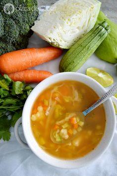 Aprende a elaborar una crema de verduras. Con doble receta puedes servir una sopa de verduras o bien una crema de verduras, queda deliciosa y es muy fácil.