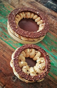 paris brest w rocher icing crust Pastry Recipes, Cake Recipes, Cake Cookies, Cupcake Cakes, Creative Food Art, Modern Cakes, Sandwich Cake, Handmade Chocolates, Pastry Art