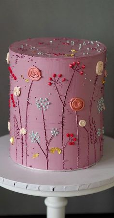 Need some inspiration for your cake design? Which style of cake should you choose? What should it taste like? The wedding cake style will. # cake decorating The Prettiest & Unique Wedding Cakes We've Ever Seen Pretty Wedding Cakes, Pretty Birthday Cakes, Unique Wedding Cakes, Wedding Cake Designs, Pretty Cakes, Cute Cakes, Beautiful Cakes, Amazing Cakes, Wedding Themes