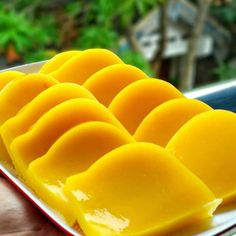 Resep kue basah kekinian istimewa Indonesian Cookies Recipe, Indonesian Desserts, Indonesian Cuisine, Asian Desserts, Cheese Buns, Resep Cake, Traditional Cakes, Cooking Recipes, Healthy Recipes