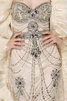 Wow, this Zuhair Murad gown is the very definition of encrusted!  Via - À la Mode: This dress is ART
