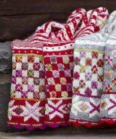 ISSUU - Lekre masker og lekne sting by Gyldendal Norsk Forlag Crochet Home, Love Crochet, Knit Crochet, Crochet Granny, Motif Fair Isle, Fair Isle Pattern, Stitch Patterns, Knitting Patterns, Crochet Patterns