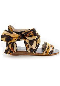 Sandales plates spartiates en tissu satiné léopard glam chic