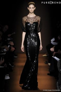 Don't you wish you could enter into this dress and had someplace to go to show it off? Fashion Week, Fashion Pants, Runway Fashion, Fashion Show, Fashion Outfits, Dark Fashion, High Fashion, Mode Sombre, Gn