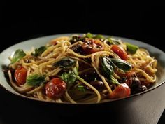 Receta | Pasta con tomates, anchoas y chiles (Pasta with tomatoes, anchovy and chillies) - canalcocina.es