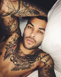 21 homens tatuados que são gatos demais para você conseguir lidar