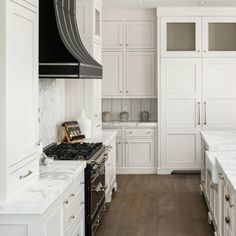 Nothing says timeless like the perfect pairing of vibrant whites and contrasting blacks in the home. This custom black range hood elegantly defines the open-concept kitchen found in this new build Arizona home. White Marble Bathrooms, White Marble Kitchen, White Kitchen Decor, Kitchen Ideas, Modern Farmhouse Interiors, Modern Farmhouse Kitchens, Cool Kitchens, White Kitchens, Farmhouse Style