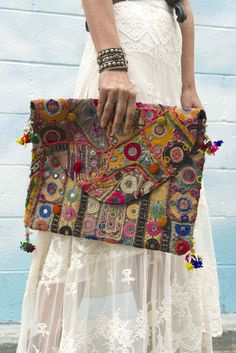 Ethnic Bag, Style Challenge, Fabric Bags, Vintage Textiles, Hippy, Indian Wear, Purses And Handbags, Needlepoint, Hand Embroidery