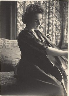 Thomas Eakins, A woman playing the cello, 1880s