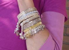 ;Indiase armband ZILVER kleurig subtiel- ; Stijl : Indiaas, Indiase bruids mode, India fashion ; ;Indian bracelet SILVER colored subtle decoration ; ; . Indian wedding bridal fashion style.